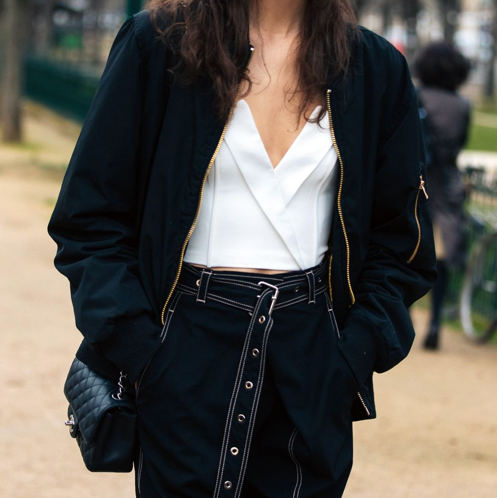 Así es la chaqueta de Decathlon con la que las editoras de moda están sustituyendo sus americanas y blazers.